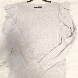 Abercrombie Grey ruffle sleeve sweater